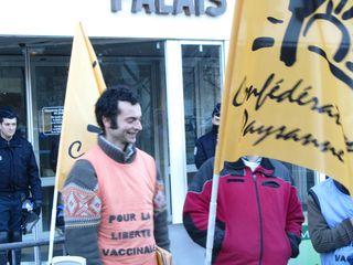 20110208 08h36 Florian devant le TGI d'Albertville IMG_3428